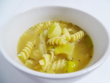 14-sopa de pasta i porro amb romaní
