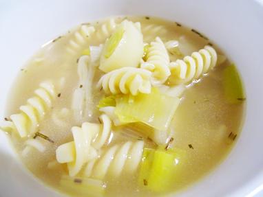 8-sopa de pasta i porro amb romaní