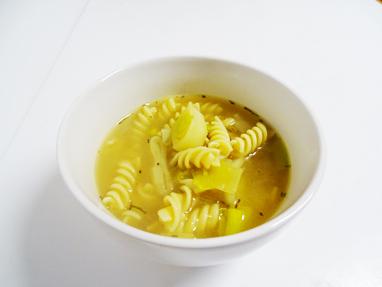 9-sopa de pasta i porro amb romaní